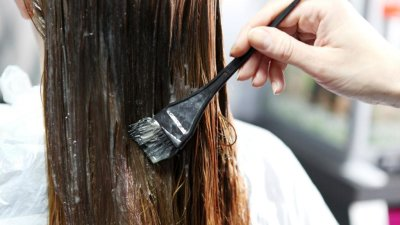 Как красить волосы в домашних условиях: выбор краски, порядок действий