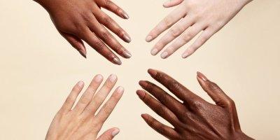 Маникюр в светлых тонах на короткие ногти: варианты и идеи красивого дизайна, техника выполнения, фото