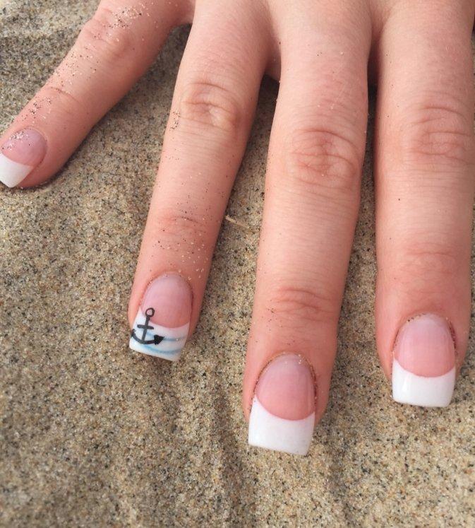 Летний френч на короткие ногти